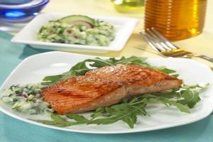 Salmon fillet on a bed of arugula