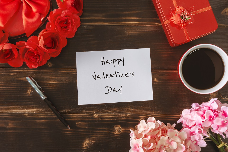 Note with Happy Valentine's Day and flowers