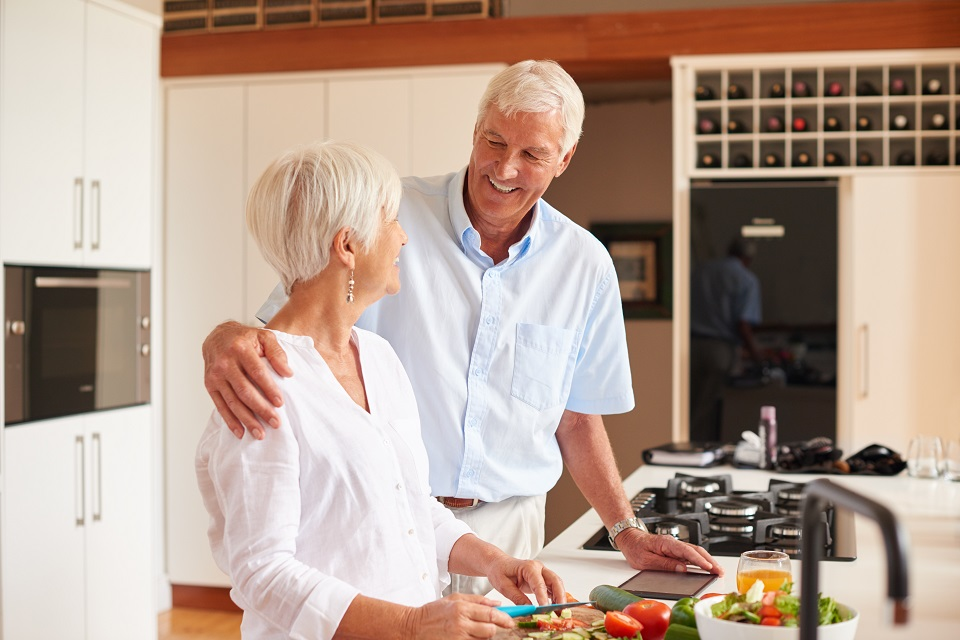 Shot of a senior couple preparing a meal in the kitchenhttp://195.154.178.81/DATA/i_collage/pu/shoots/804767.jpg